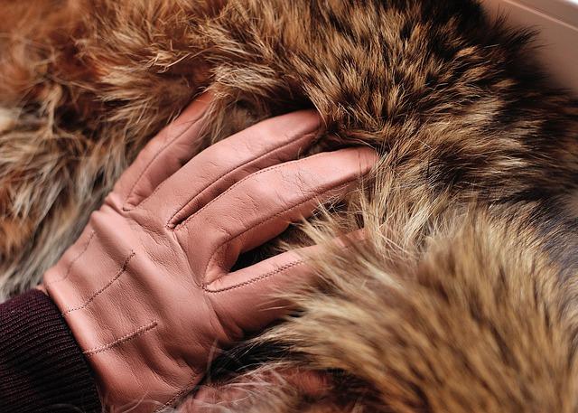 guantes tintados - usos de las pieles