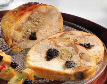 Poularda asada con Foie, Cebolla caramelizada y Ciruelas