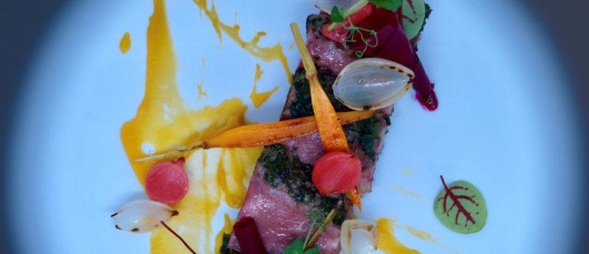 Dani Méndez de Loft 39, nos enseña a cocinar presa con hierbas, verduritas encurtidas y calabaza